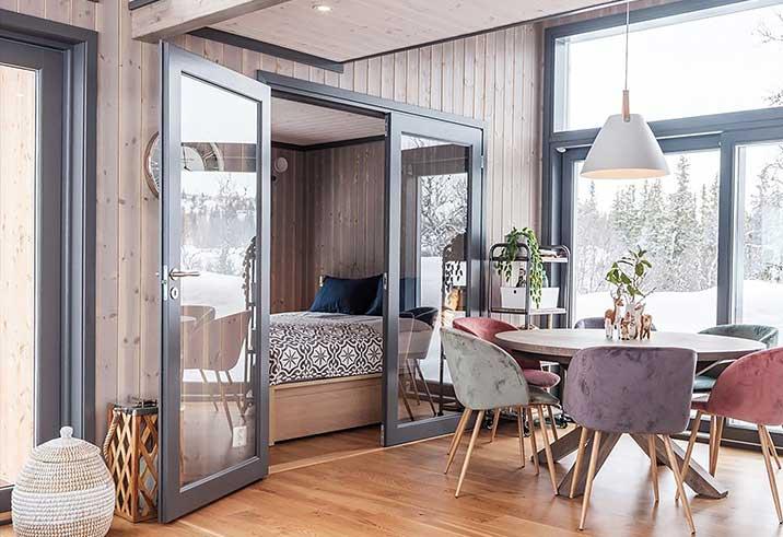interjeras-mediniai-namai