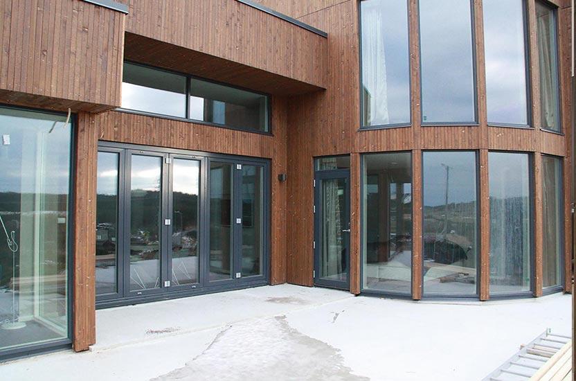 mediniai-langai-ir-durys