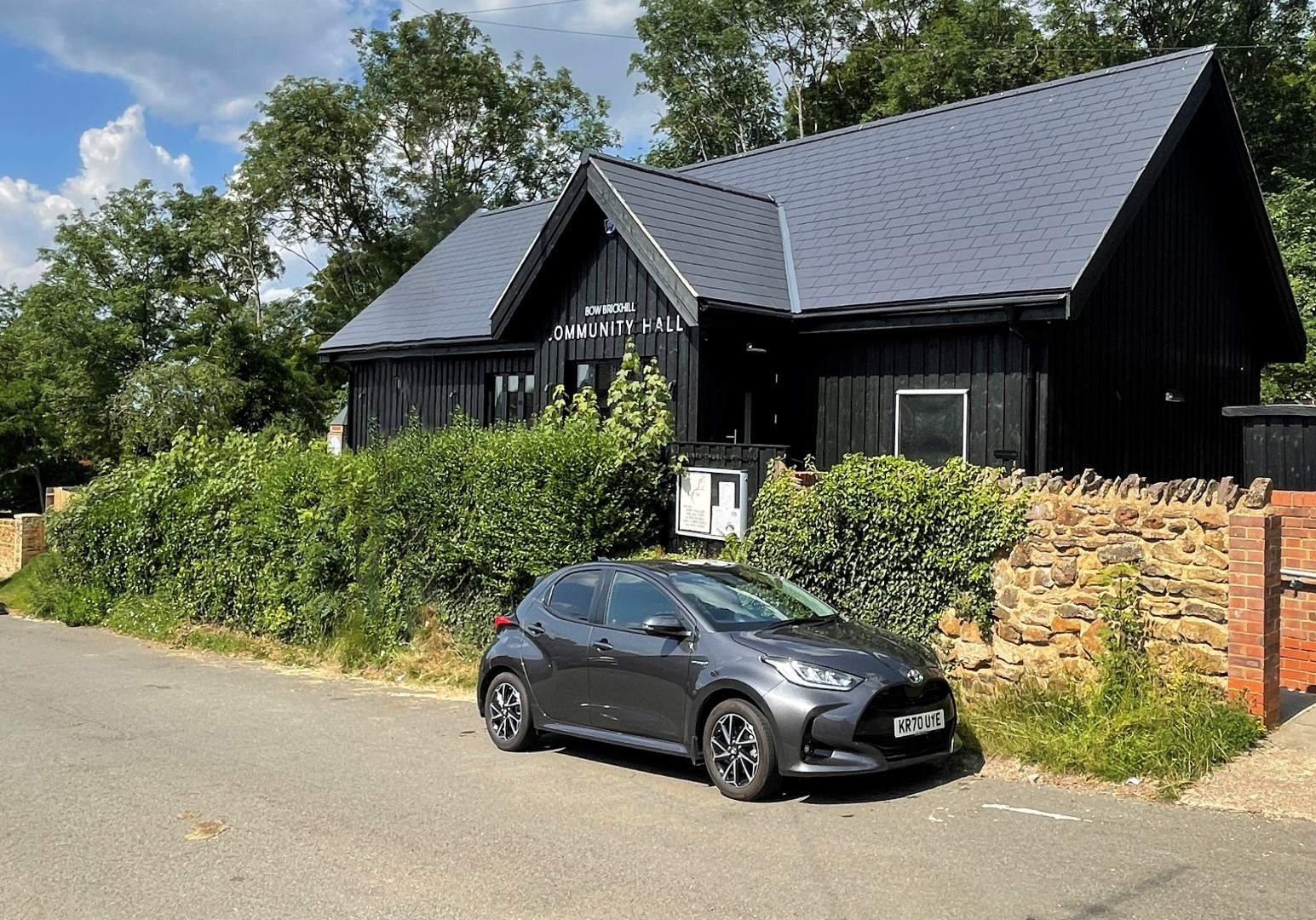 Bow-Brickhill-Community-Hall-The-View-From-The-Side-From-The-Road